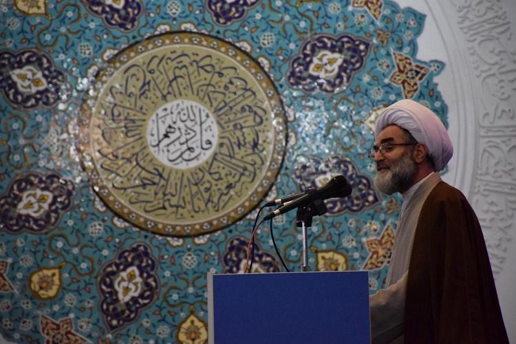 انقلاب اسلامی کانون توجه جهانیان است
